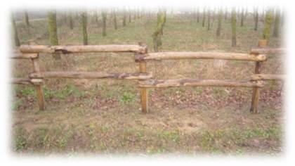fourniture de produits pour vos chevaux cloture pour carri re piquets en bois pour haras. Black Bedroom Furniture Sets. Home Design Ideas